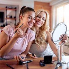 Group self-makeup course